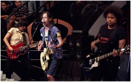 """Dominatrix, assim como o nome propõe - """"mulher que está no controle"""" - é uma banda de rock formada só por mulheres. Com quase 15 anos de estrada, a banda já virou referência no cenário underground brasileiro."""